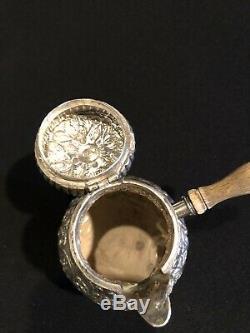 Antique Anglais En Argent Sterling Repousse Unique Servir Thé Pot Avec Poignée En Bois