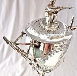 C'est Pas Vrai! 1892 Argent Sterling Victorien Figural Rifleman, Rifles & Bayonets Trophy