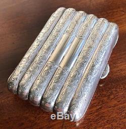 Cas D'une Antique Carte Victorienne D'argent En Forme De Miniature Étui À Cigares