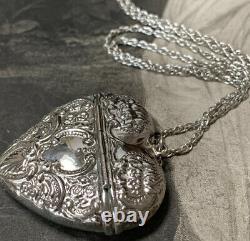 Collier Victorien De Boîte De Pendentif Argenté Et Longue Chaîne Argentée De 64cm 20 Grammes