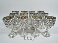 Ensemble Antique De Gobelets De 12 Baltimore Style Repousse American Sterling Silver