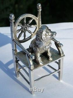 Rare Chaise À Dos À Roues Miniature Victorienne Victorienne En Argent Massif Avec Poodle Assis