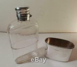 Un Antique'leuchars Silver & Facettes Verre Hip Flask Avec La Coupe De Londres 1889