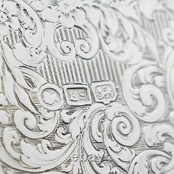 Un Flacon De Hanche En Argent Massif Spectaculaire Avec Design Gravé 1845