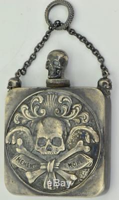 Une Sorte De Genre Memento Victorien Mori Skull Argent Bouteille De Poison. C1850